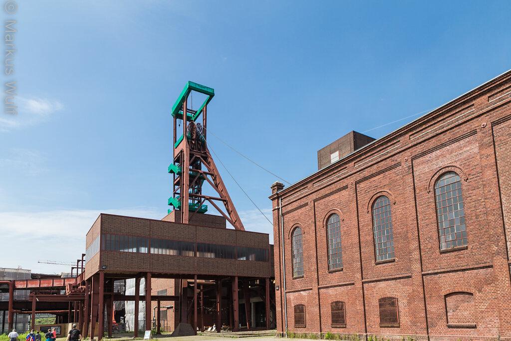 Maschinenhaus mit Förderturm